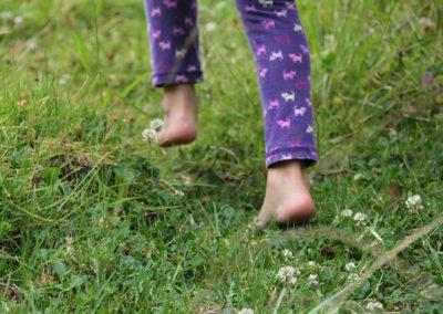 barefoot-482747_1920